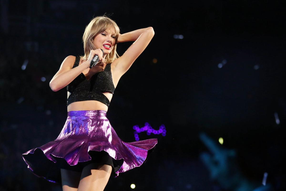 Review: Taylor Swift i... Taylor Swift Tour
