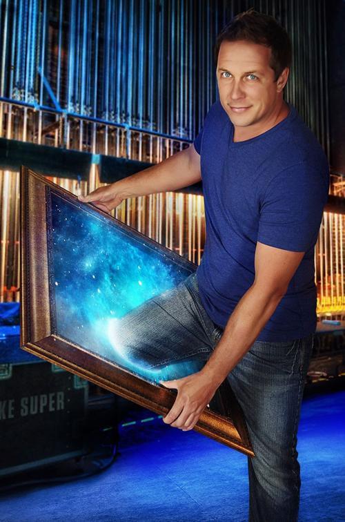 Mike Super, illusionist