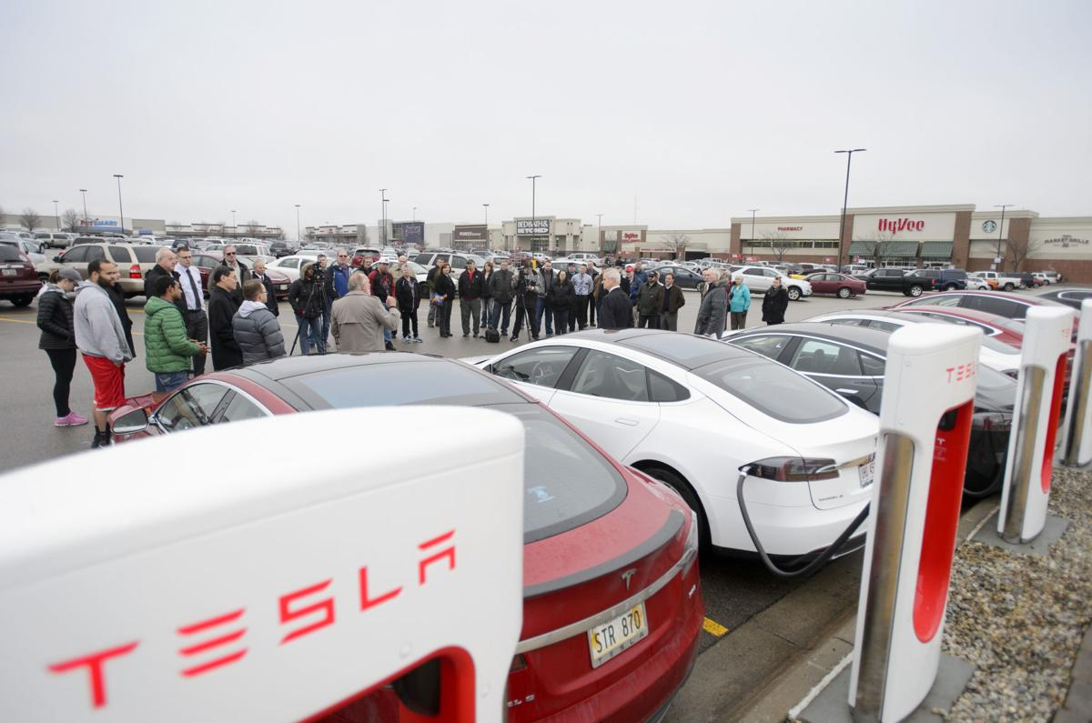 Tesla Supercharger Canada >> Tesla owners charged up about new Lincoln station | Local ...