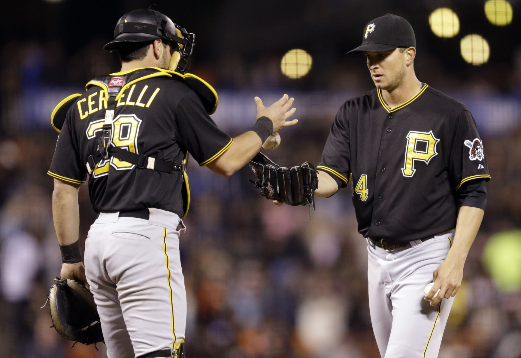 Dodgers find lefty reliever in trade for Pirates' Tony Watson