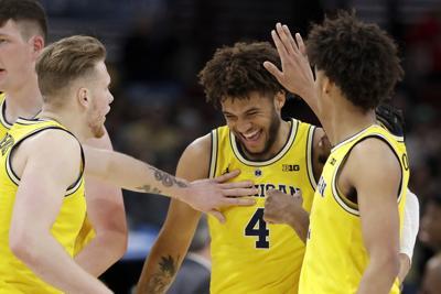 B10 Minnesota Michigan Basketball