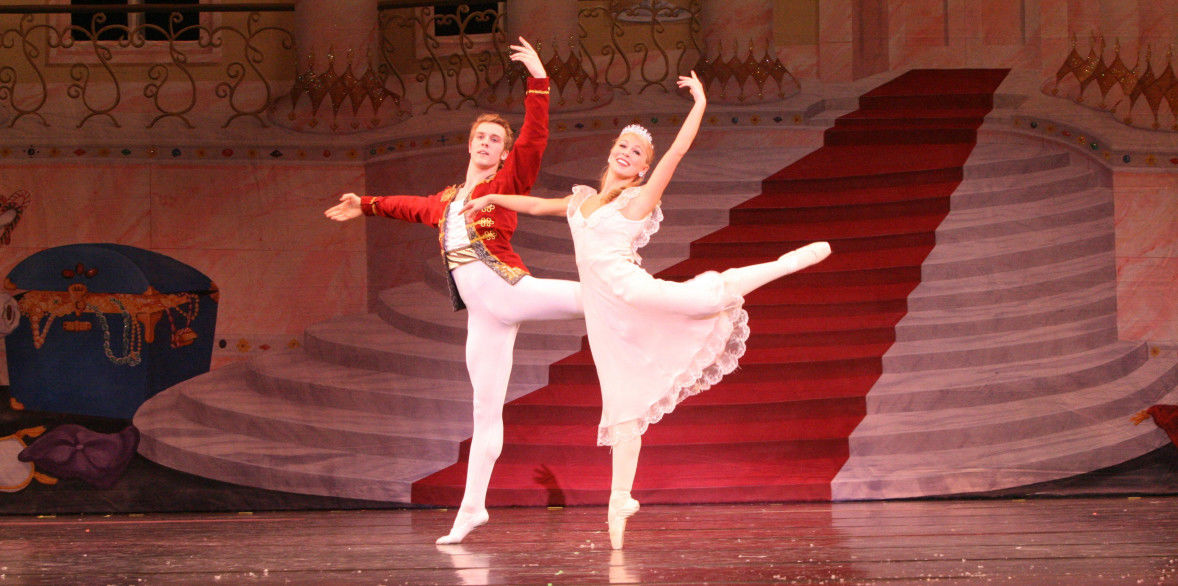 Lincoln Midwest Ballet: performers Hannah and Ben.