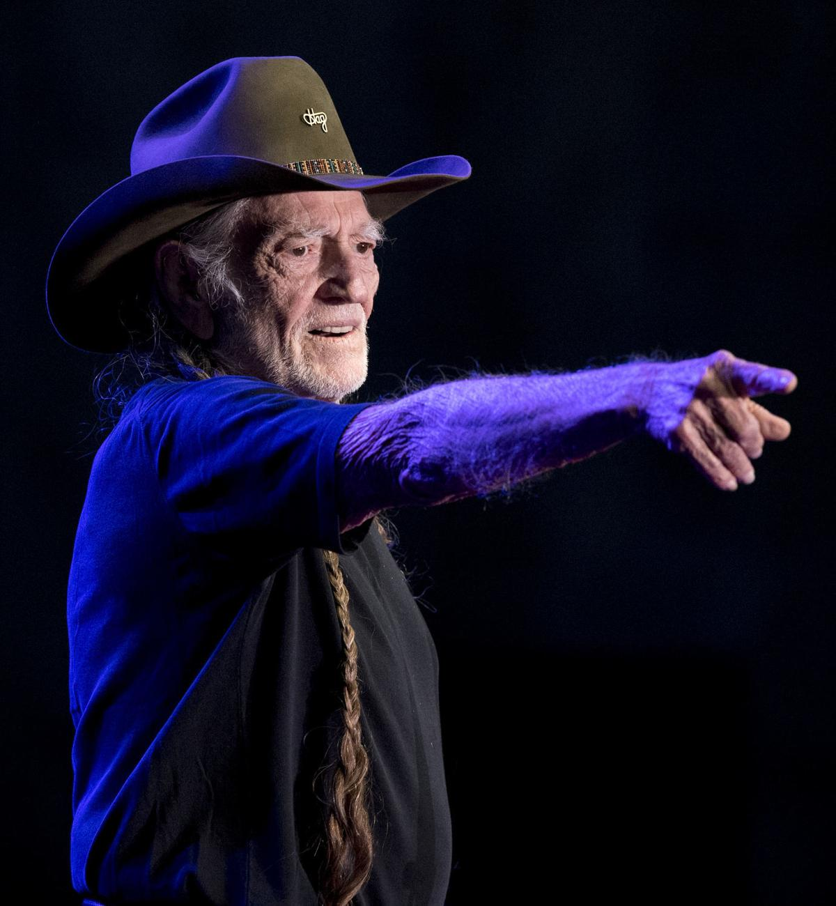 Photos: Willie Nelson at Pinewood Bowl