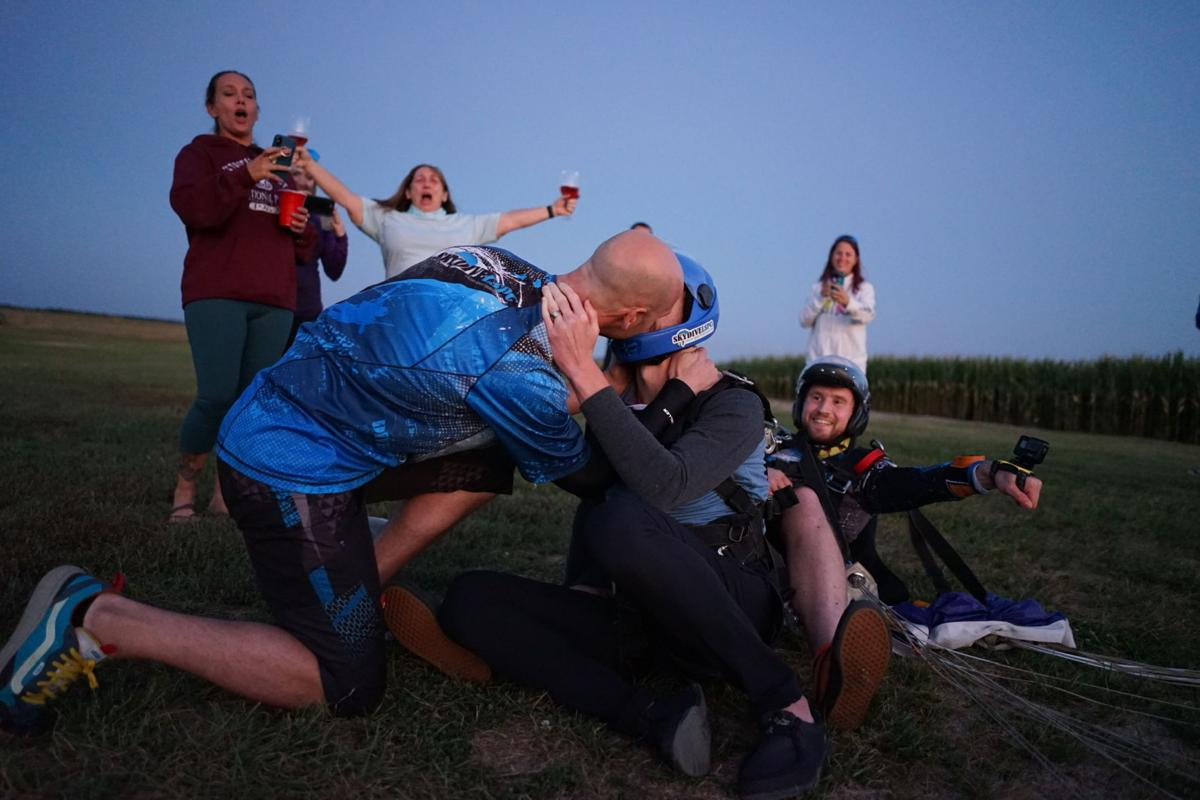 080121-owh-liv-skydivewedding-p2