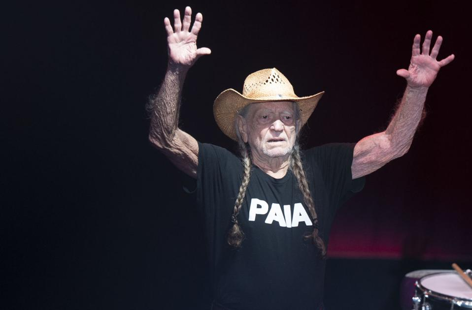 Avett Brothers, Willie Nelson will return to Lincoln's Pinewood Bowl this summer