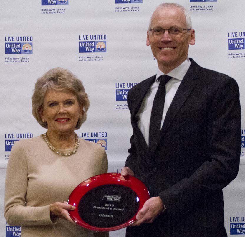 Linda Robinson Rutz presents President's Award to Brian Chaffin