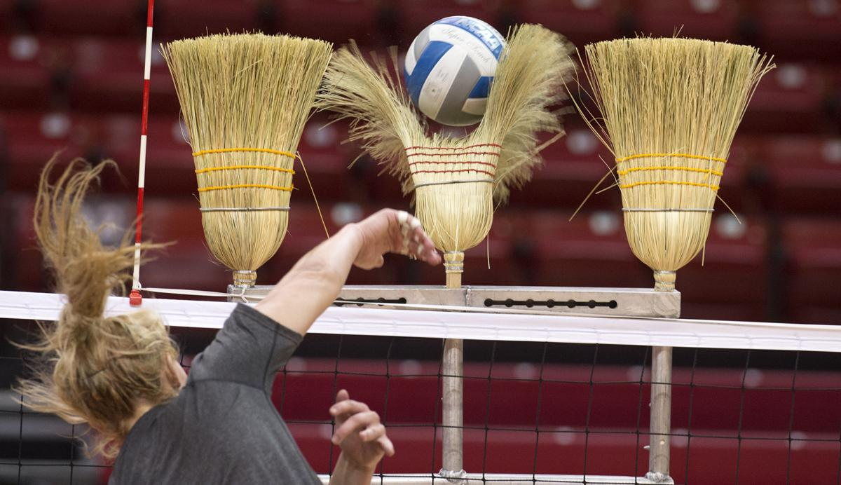 The season begins: NU volleyball practice