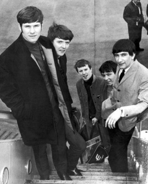 Image of: Downvids Net The Animals Rock Band From Newcastle Board An Airliner At London Airport In 1965 Bound For New York Before Appearing On Lincoln Journal Star Out Of The Past The Animals the Mickie Most Years And More