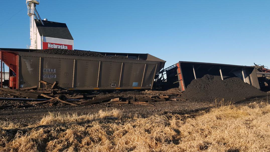 Update: 23 Union Pacific rail cars derail near Fremont, Old