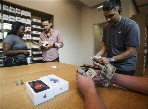 Apple sells 13 million new iPhones in 3 days