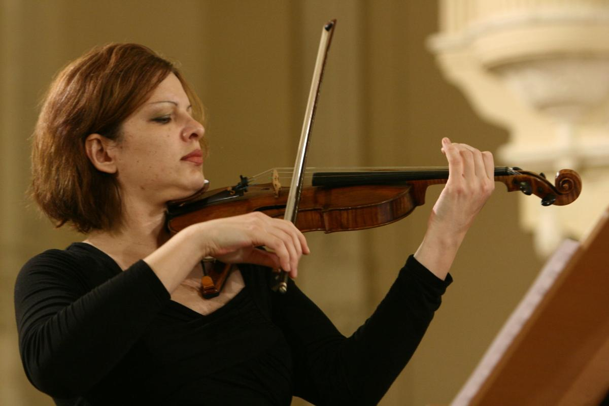 French pianist, Russian violinists and vaudeville chamber