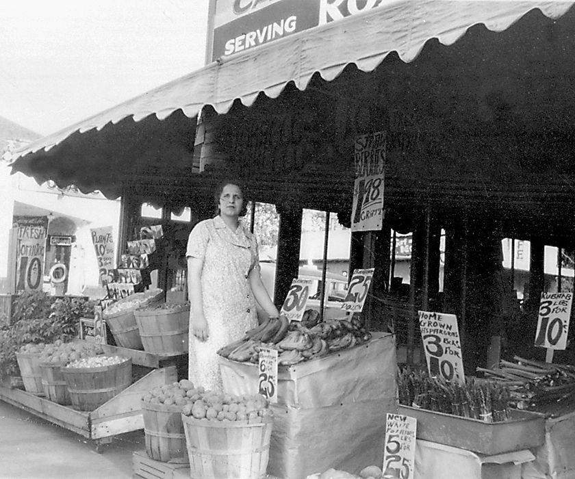 Zenaat Fruit Stand in 1949