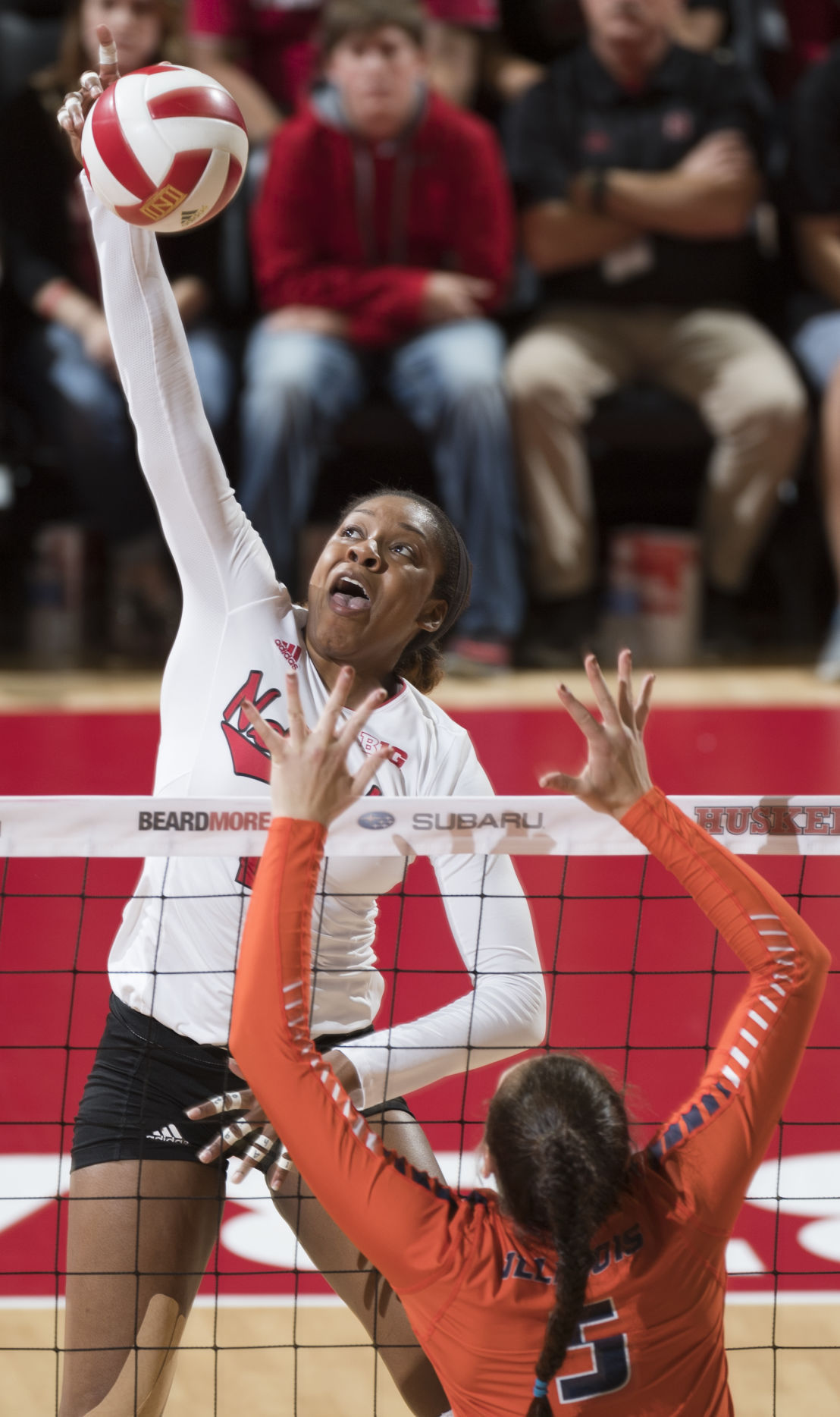 Huskers sweep Illinois, now alone in first place in Big ...