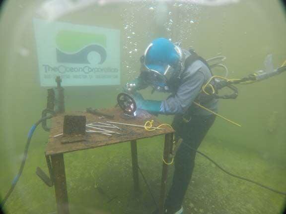 090521 Underwater Welder 1.jpg