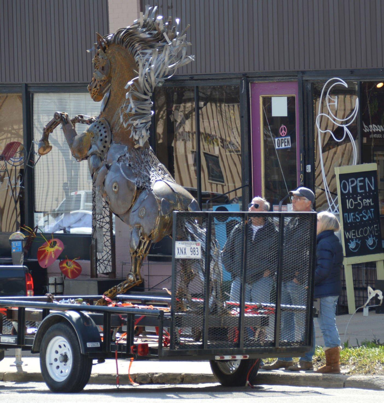 Artist Kuzara Creates Life Size Rearing Horse From Old Metal Pieces Visual Art Journalstar Com