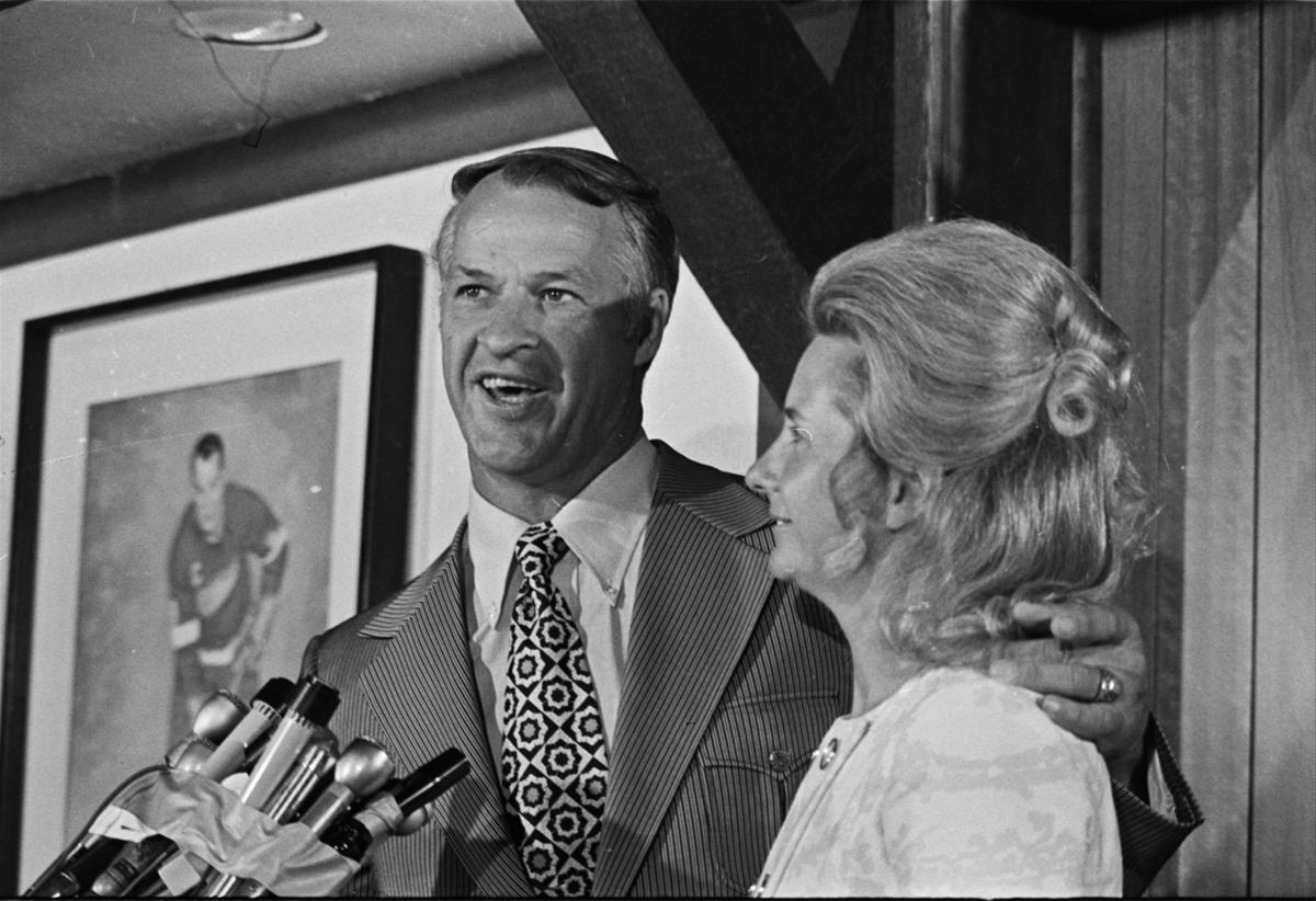 Red Wings Howe Retires 1971