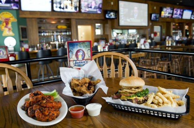 Review Chicken Lips Highlight Tanners Sports Bar Menu Dining