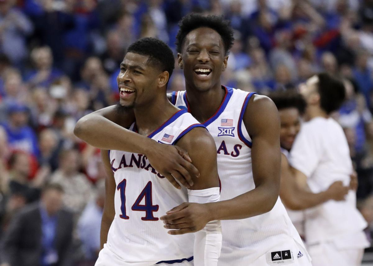 d428122e The scene: Kansas and Duke deliver a night for the ages in Omaha | Men's  Basketball | journalstar.com