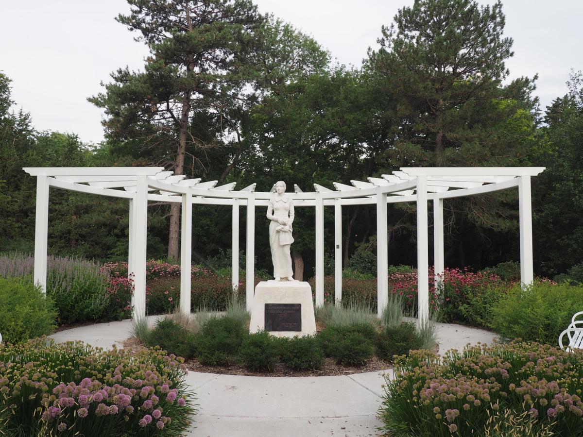 The Pioneer Woman sculpture