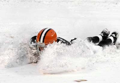 Lewis Plows For 163 Yards As Browns Beat Bills Sports Journalstar Com