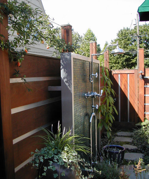 Lather Up in Luxury: Outdoor Showers | Home and Garden ...