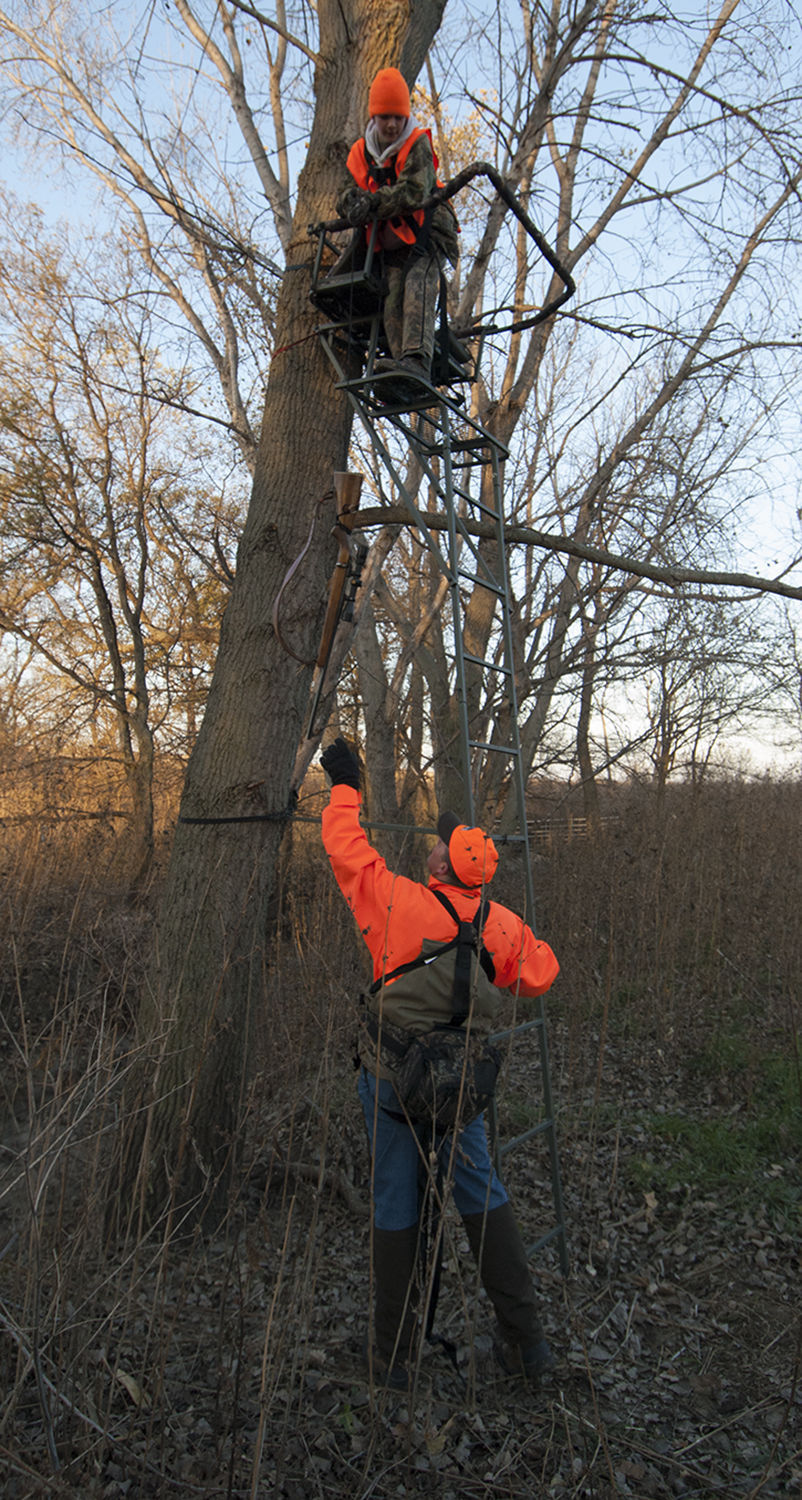 Use Proper Equipment Procedures When Hunting From A Tree