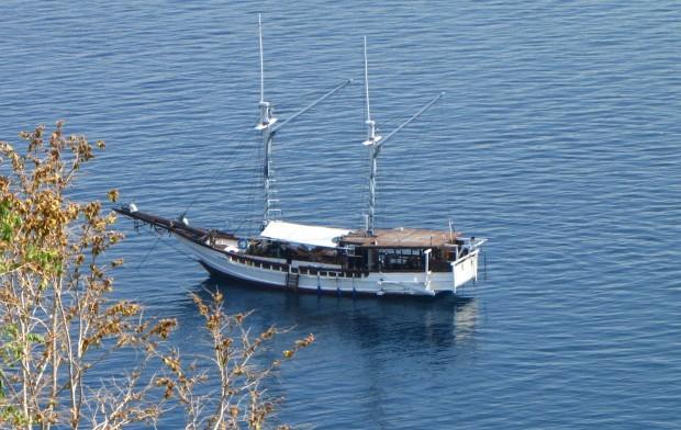 Live-aboard pirate ship
