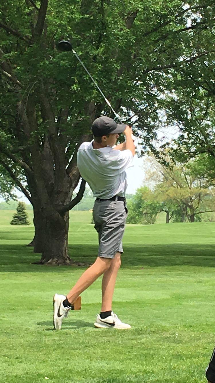 Jack Bergmeyer competes at state golf meet