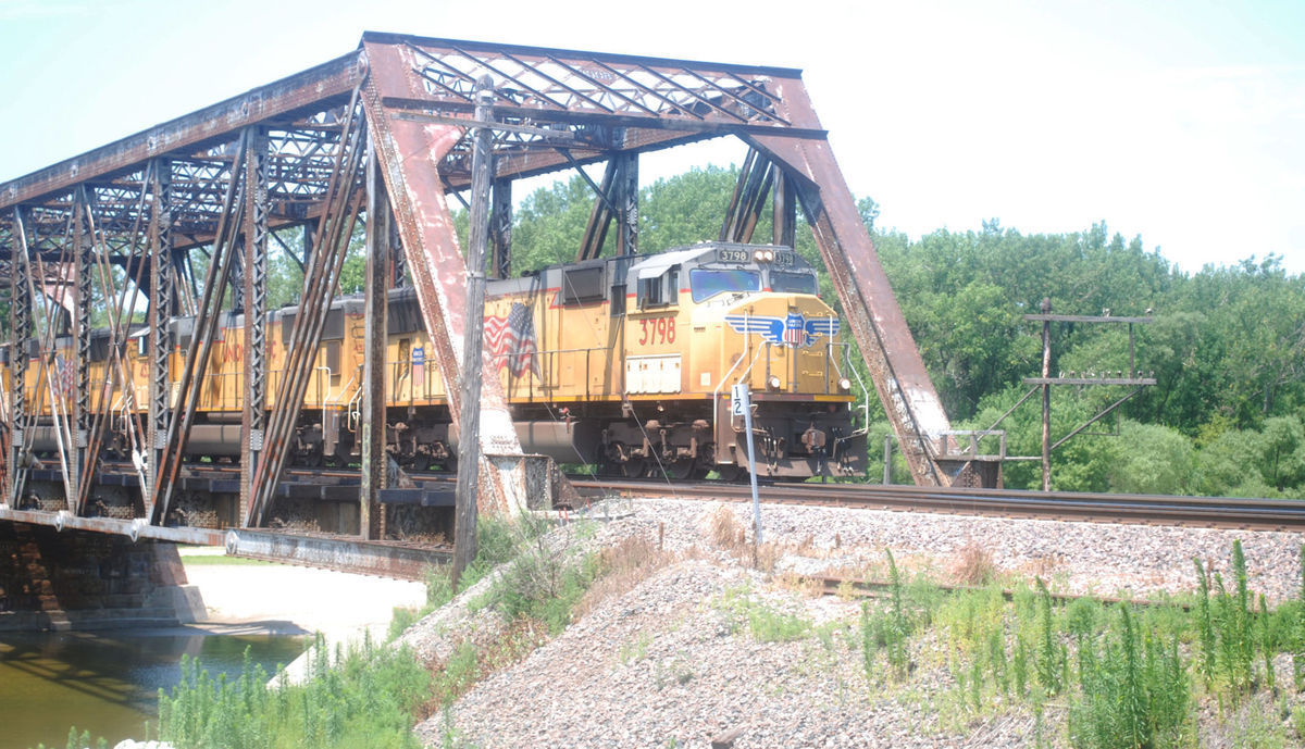 Ronna Sue Cohen Purchases 57 Shares of Union Pacific Corporation (NYSE:UNP)