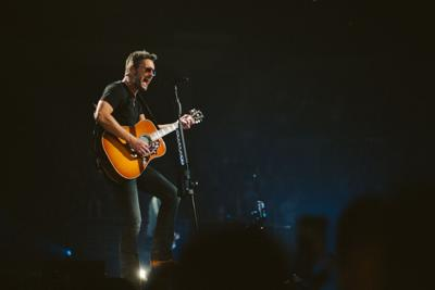Eric Church Shows He S Country S Springsteen At Omaha Concert