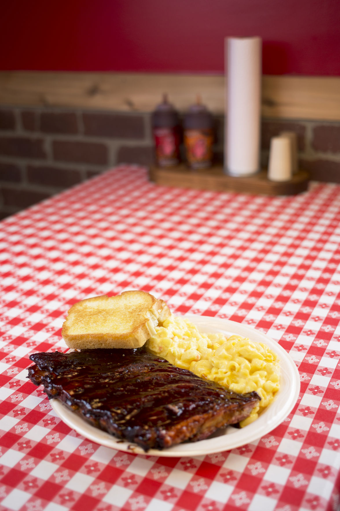 Review: Diners will go Hog Wild for ribs and more | Dining