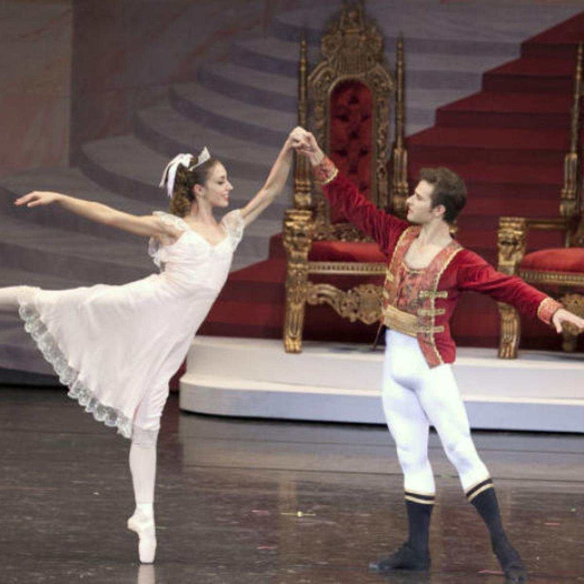 Nutcracker Ballet Highlights New Angel Scene Costumes L Magazine Journalstar Com