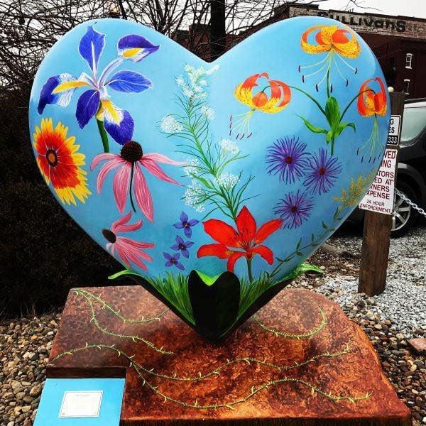 'Nebraska Wildflowers' heart sculpture