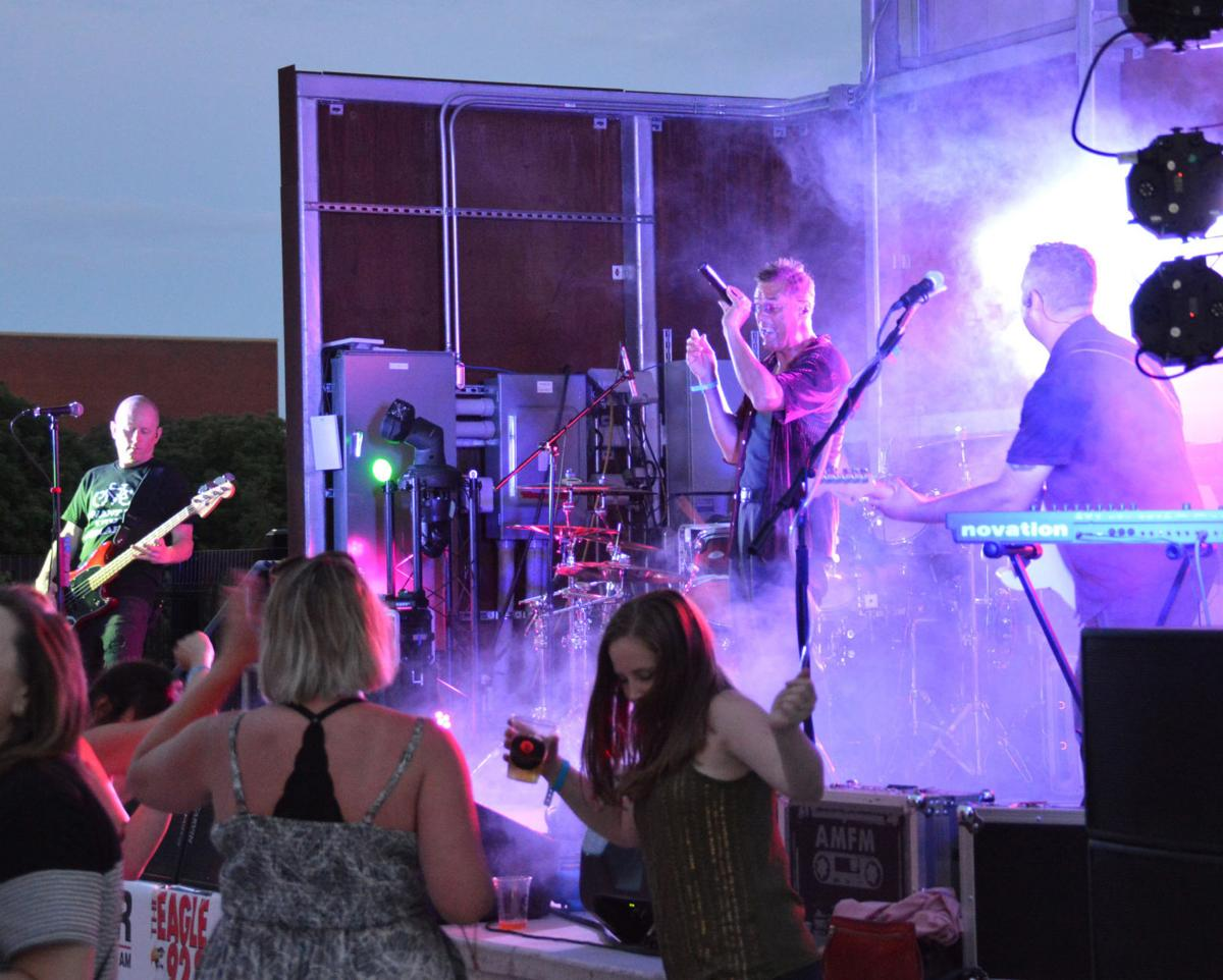 Guests dance to '80s music by AM/FM band