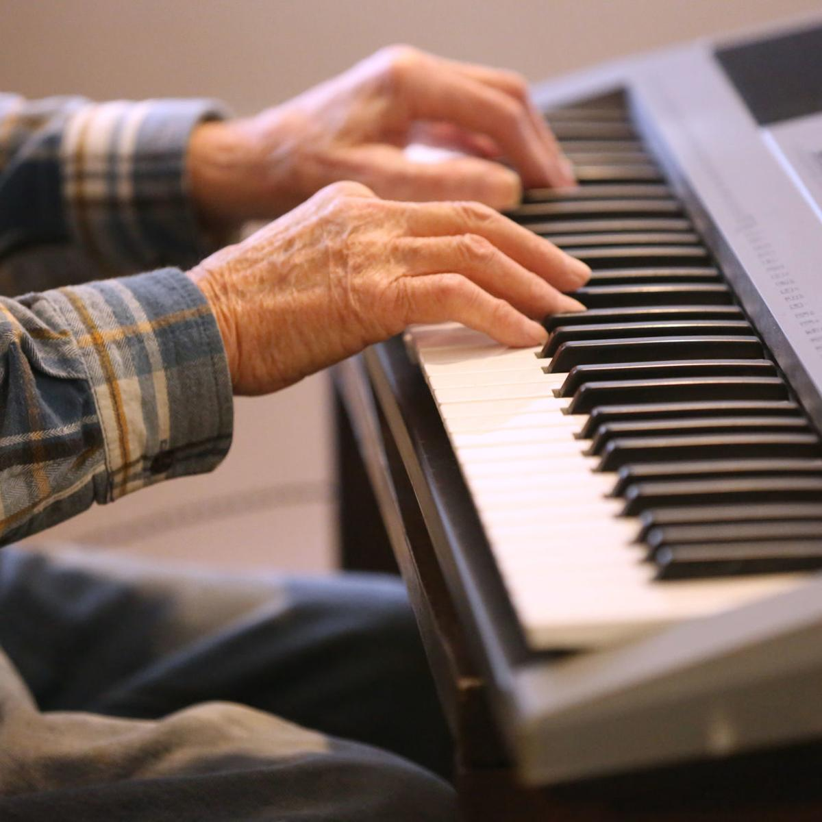 At age 93, piano man says he loves playing for 'old people' | Nebraska News  | journalstar.com