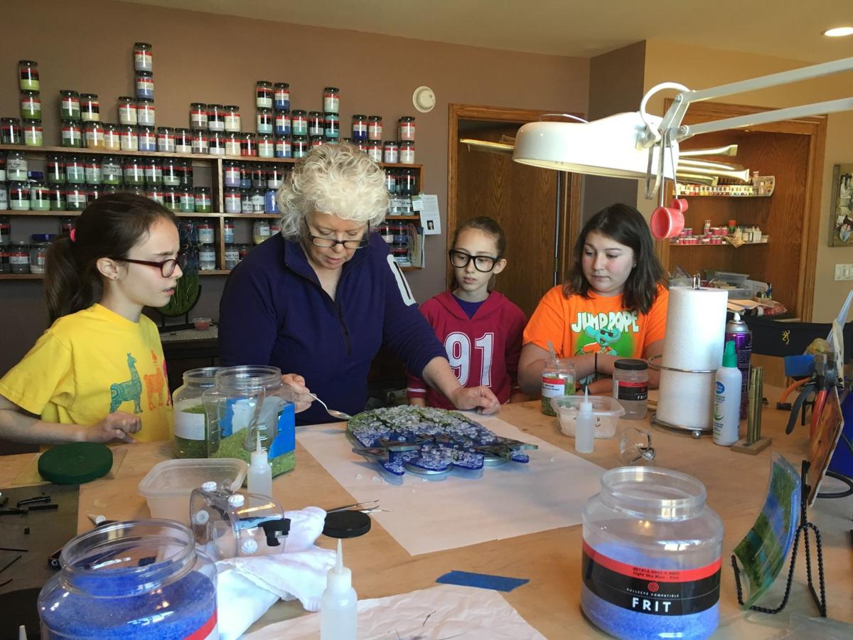 artVenture - artist Pam Newell with Girl Scouts