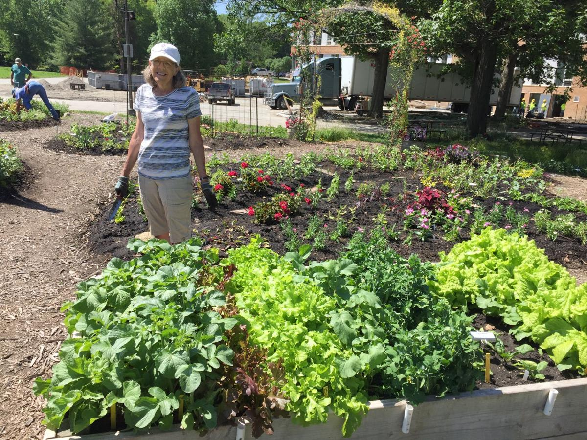 Garden Club Of Lincoln Organizes Annual Tour Home And