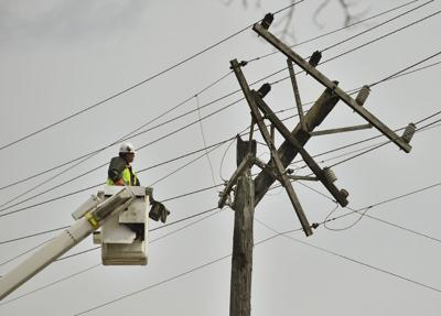 Uility pole fire causes power outage | Local News