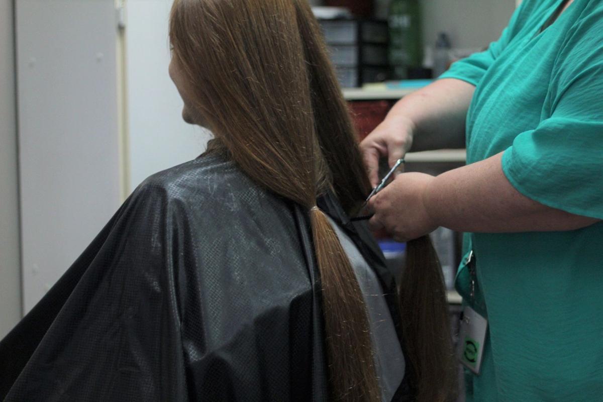 Savannah getting her hair cut