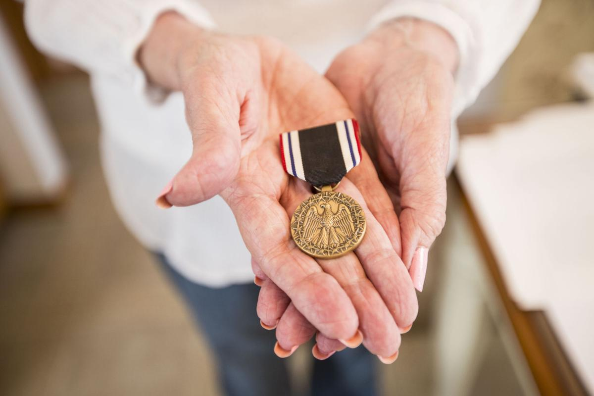 083116-capt-nws-coverphoto-medal