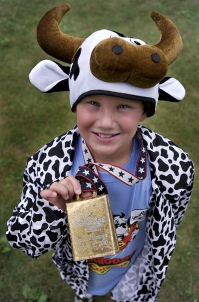 Burlington 10-year-old wins state fair mooing contest