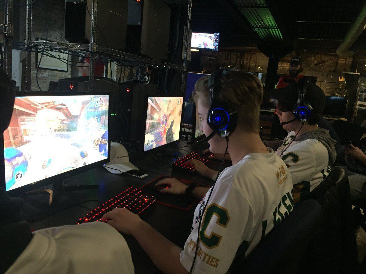 Case gamers compete in League of Legends