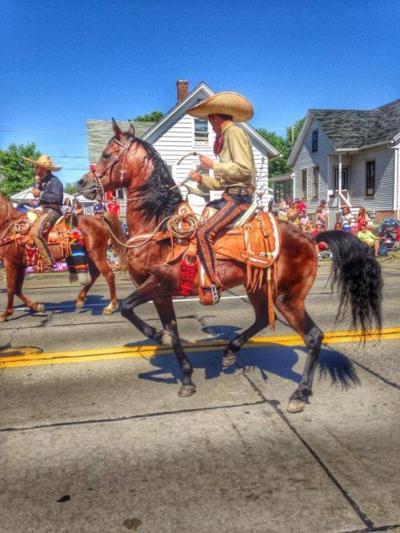 La Tapatia's dancing horses
