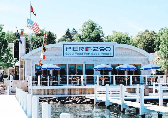 Pier 290 restaurant in Williams Bay