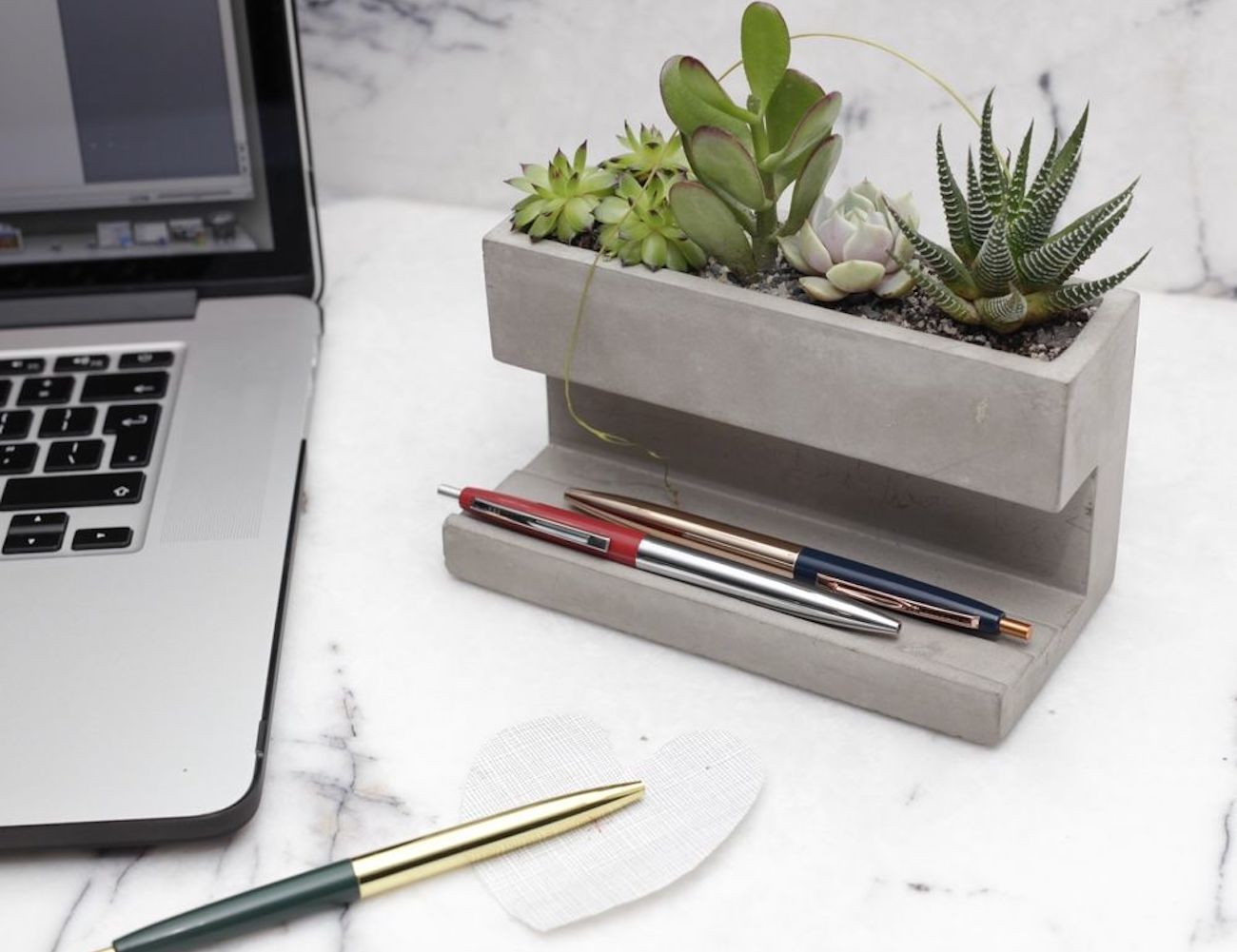 Amazing 5 Stylish Office Supplies To Keep You Organized