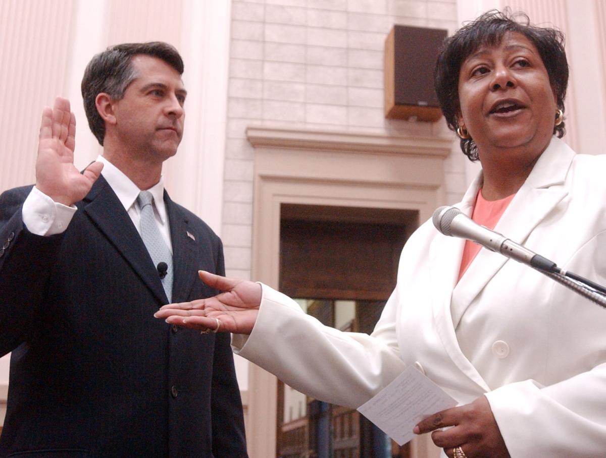 Mayor Dickert sworn in, May 19, 2009