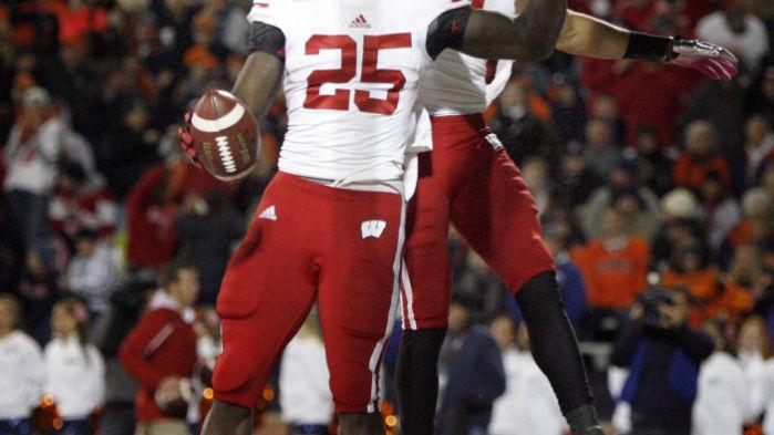 aed48f134 Badgers football  Fast start triggers an easy night as UW outscores the  Illini