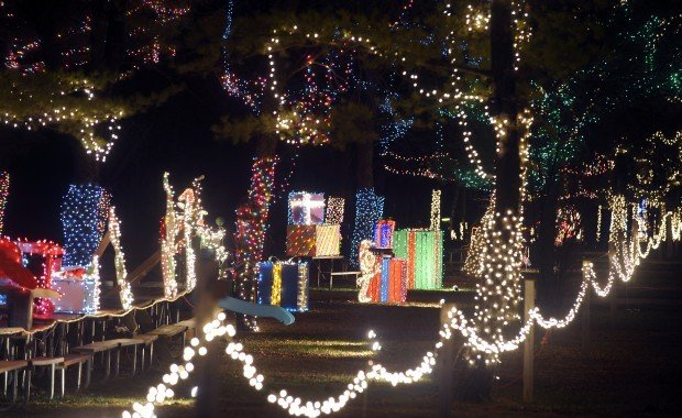 1 million lights illuminate Jellystone Christmas display | Local ...