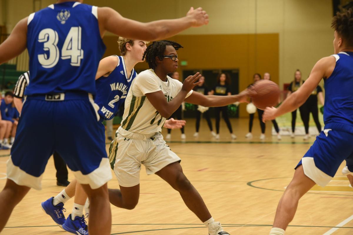 JaKobe Thompson dishes the ball