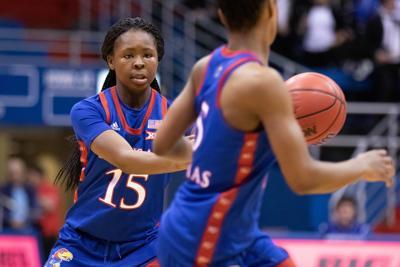 Zakiyah Franklin passes the ball to Aniya Thomas